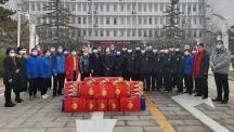 校长杨宜大年初一来到朝阳校区慰问一线工作人员